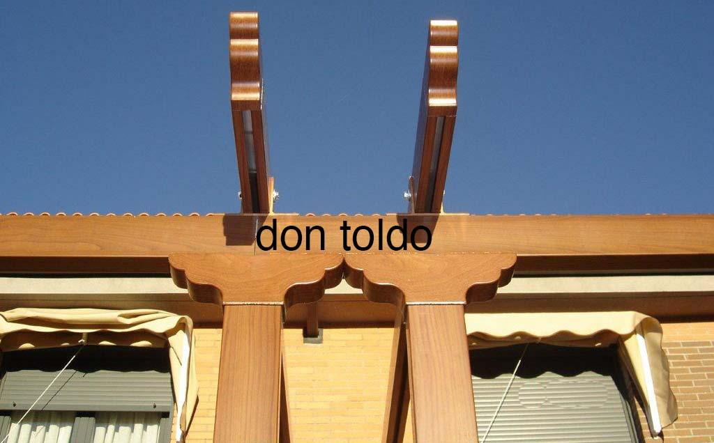 Pergola estructura 80 x 40 con capiteles y pechos de paloma lacado imitacion a madera